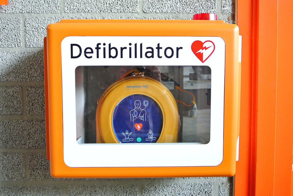 Chercher un défibrillateur