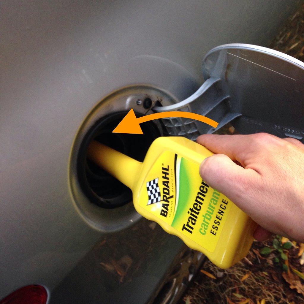 Versez le traitement carburant essence