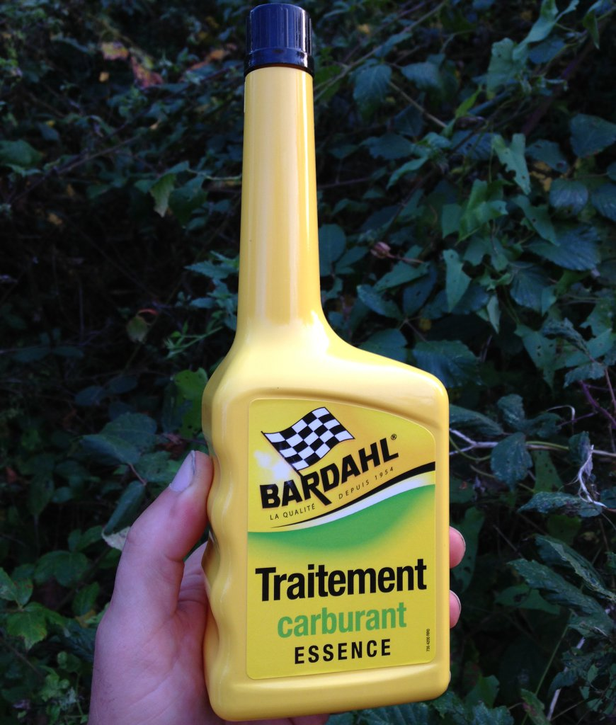 Voici comment utiliser un traitement carburant essence. Le traitement Essence Bardahl est un additif anti-pollution et evite la surconsommation de carburant. V…
